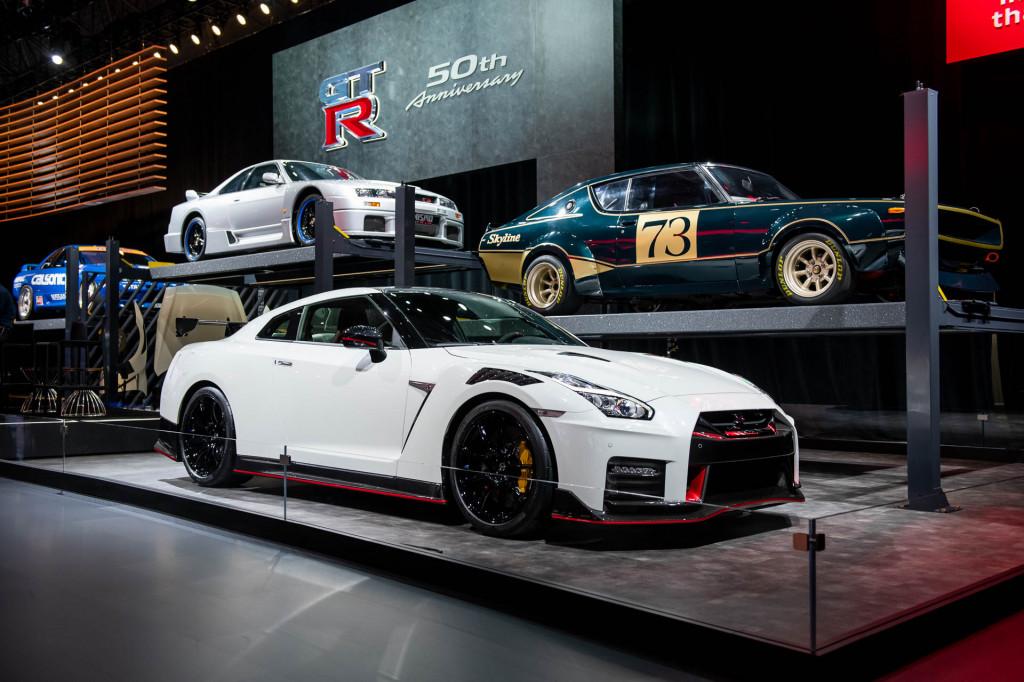 2020 Nissan GT-R NISMO goes on a carbon fiber diet