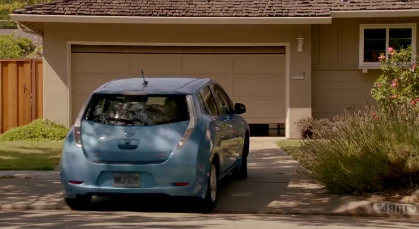 2012 Nissan Leaf in the Apple iPhone 4S commercial