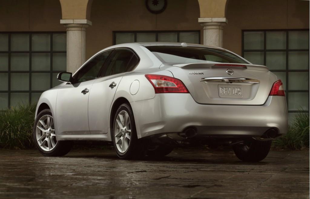 2010 Nissan Maxima Luxurious Sporty Family Transportation