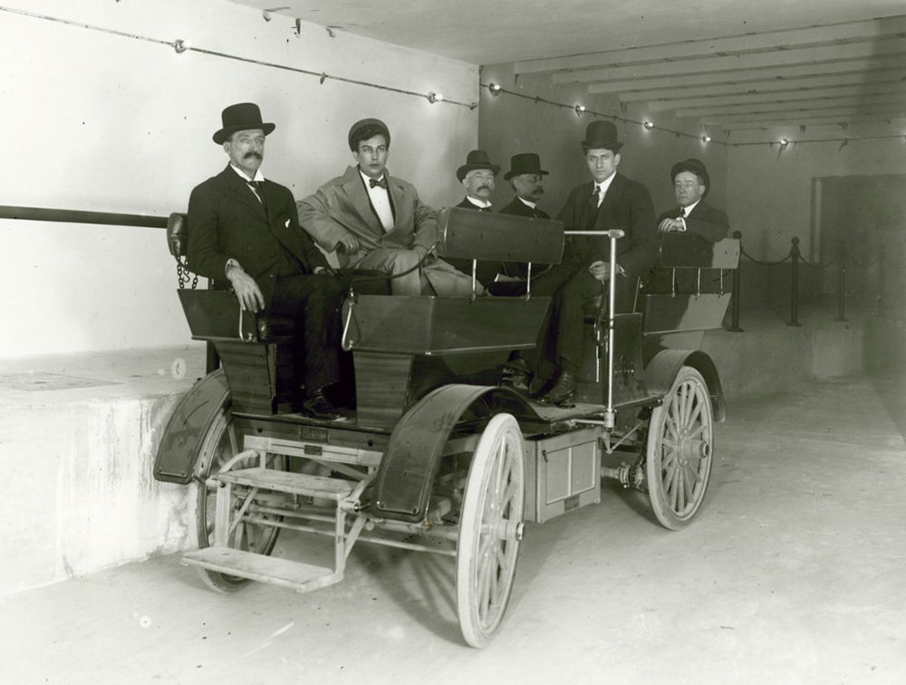 The US Senate once had its own electric cars: two Studebakers that ran underground