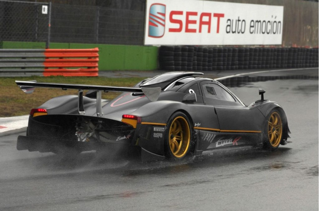 Video Pagani Zonda R Gets Mean Sounds It On Track