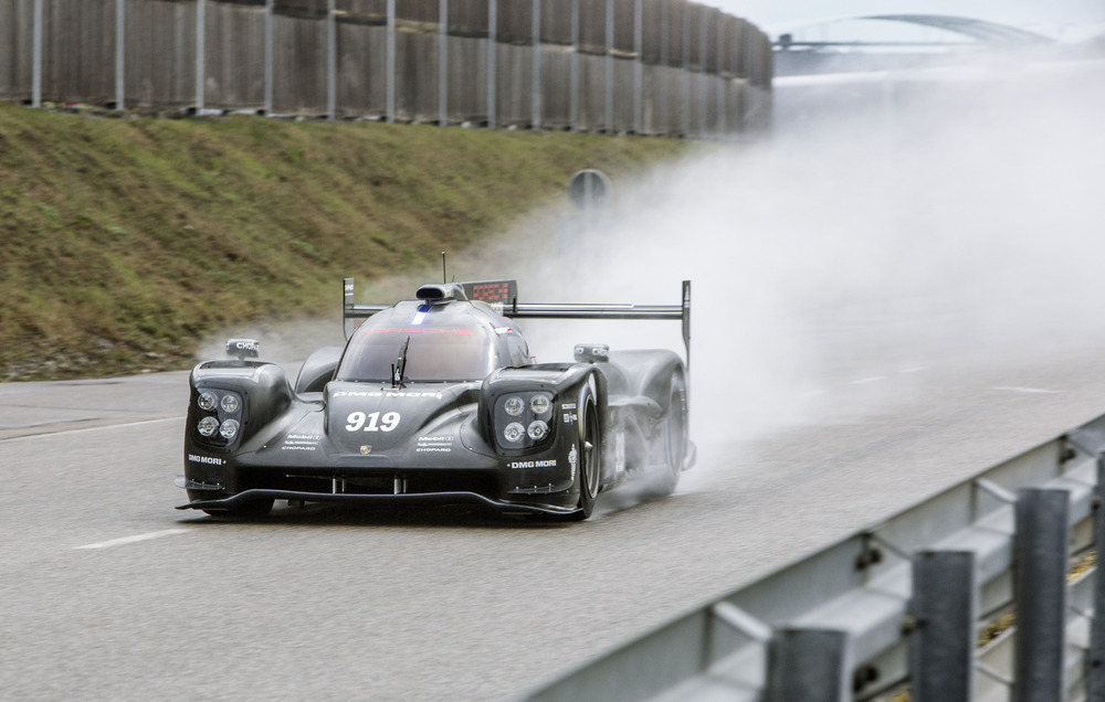 2015 Porsche 919 Hybrid Race Car Takes To The Track