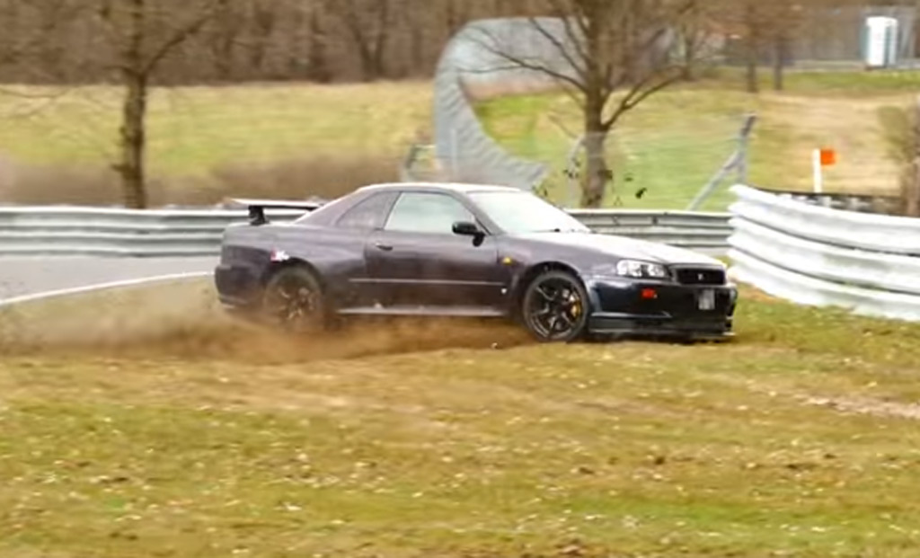 R34 Nissan Skyline GT-R crashes at the Nürburgring