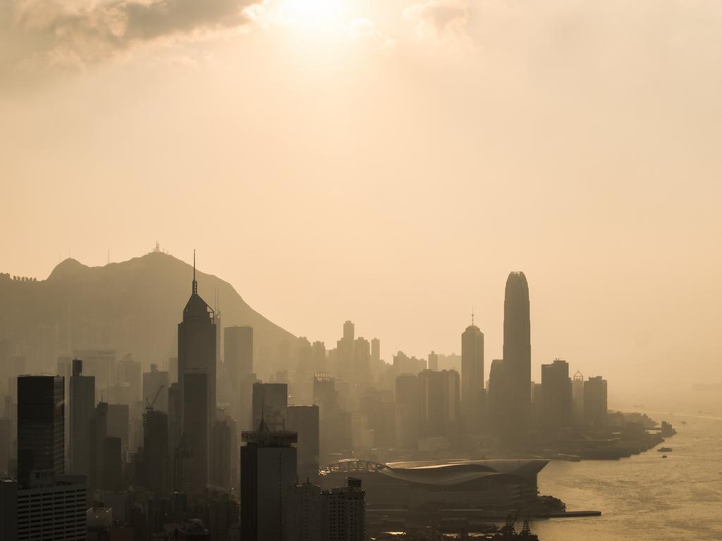 Smog in Hong Kong [Image by Flickr user inkelv1122]