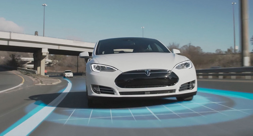 Tesla partners with British insurer for Autopilot discount