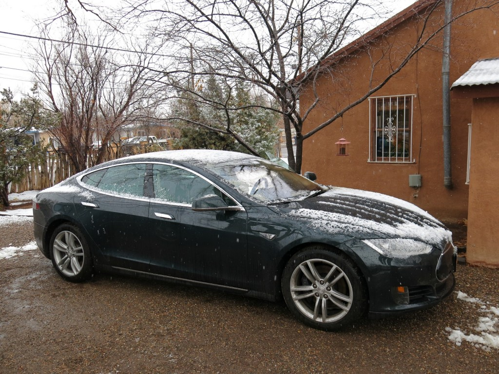 Tesla Model S in Albuquerque's 'snowstorm' during NY-to-California road trip  [photo: David Noland]