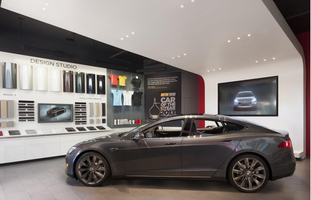 Tesla Store Los Angeles [photo: Misha Bruk / MBH Architects]