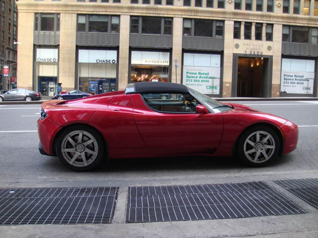 39 08 39 09 tesla roadster driven by allcarselectric in nyc. Black Bedroom Furniture Sets. Home Design Ideas