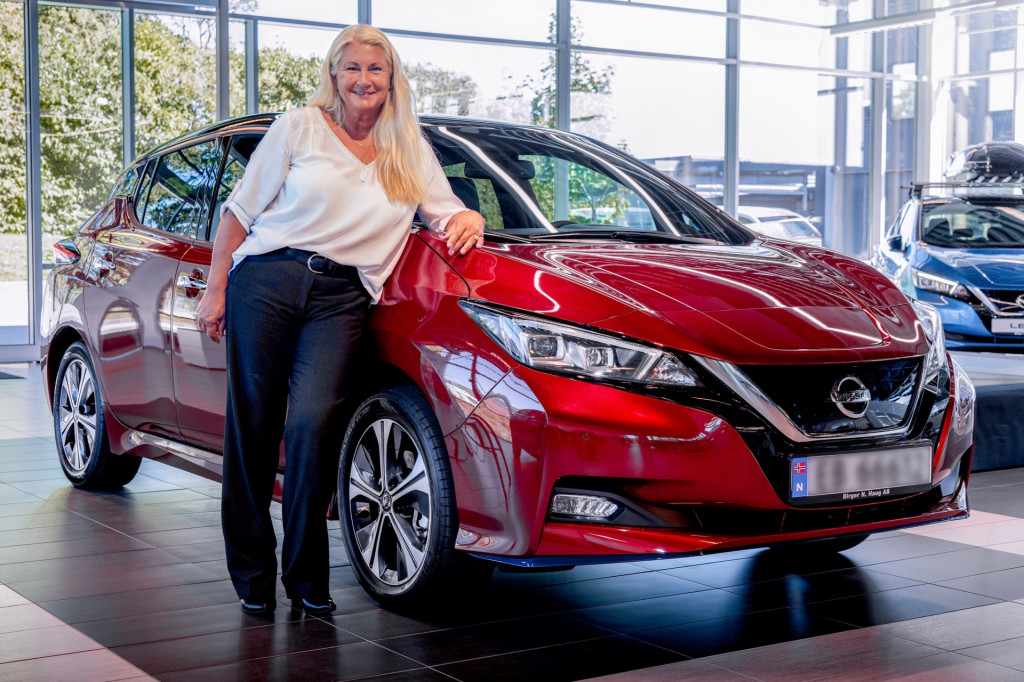 the 500,000th Nissan Leaf and owner Maria Jansen
