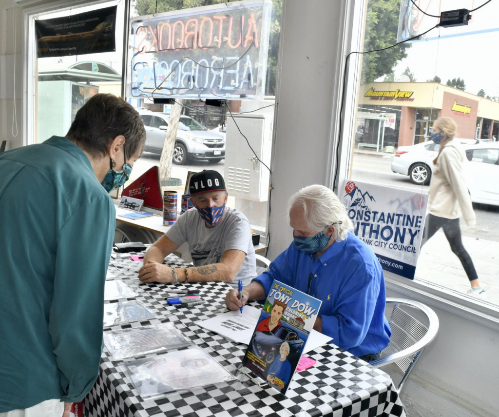 Tony Dow and Firebird Tim Lawrence signing at Autobooks-Aerobooks