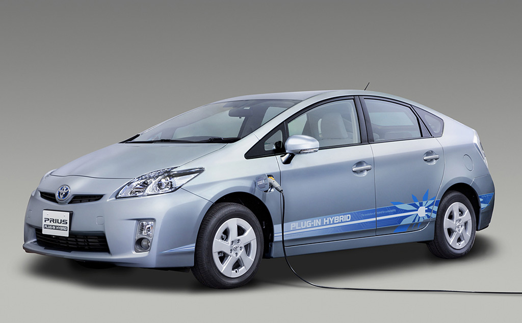 toyota prius plug in hybrid to go on sale in 2011. Black Bedroom Furniture Sets. Home Design Ideas