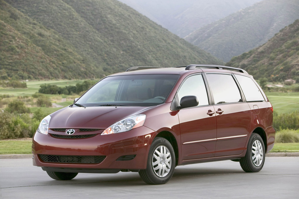 Honda, Toyota and Nissan To Offer New Models in 2011: 'Year of the Minivan'