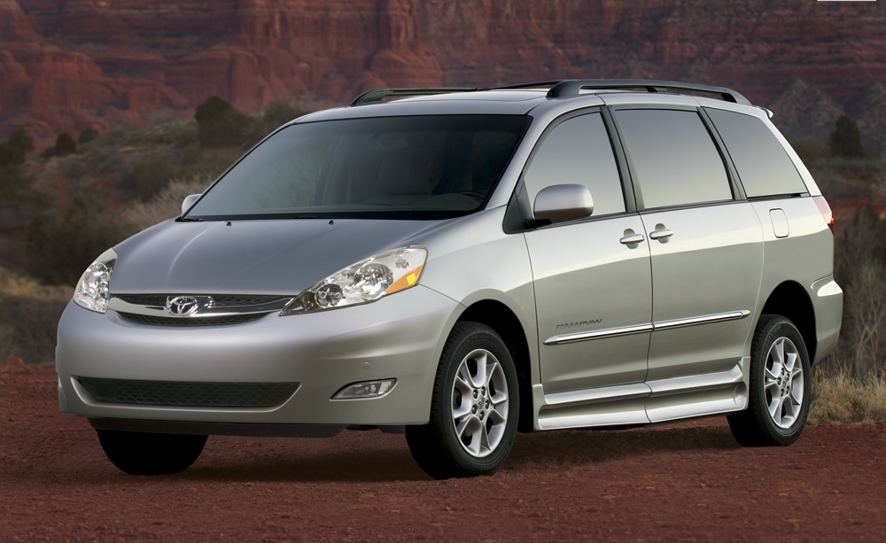 toyota recalls 615 000 sienna minivans for roll away issue. Black Bedroom Furniture Sets. Home Design Ideas