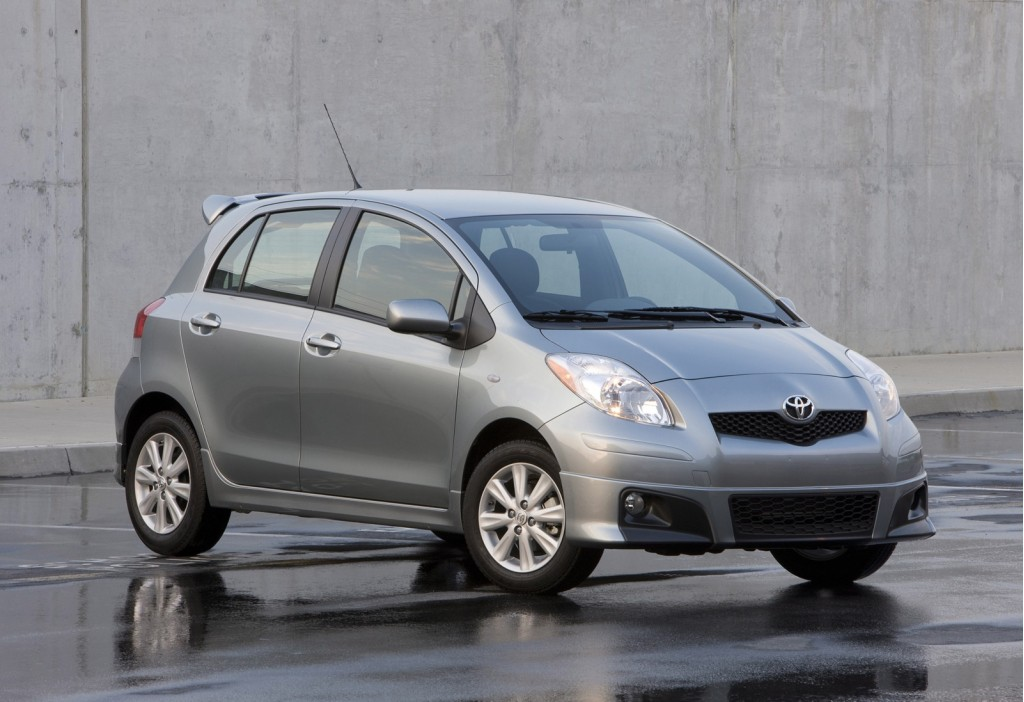 2011 toyota yaris hatchback features
