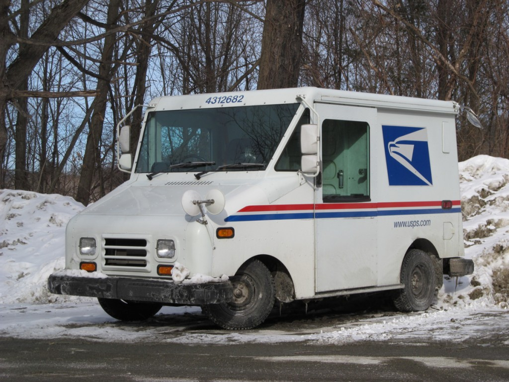 U.S. Postal Service urged to choose electric delivery trucks