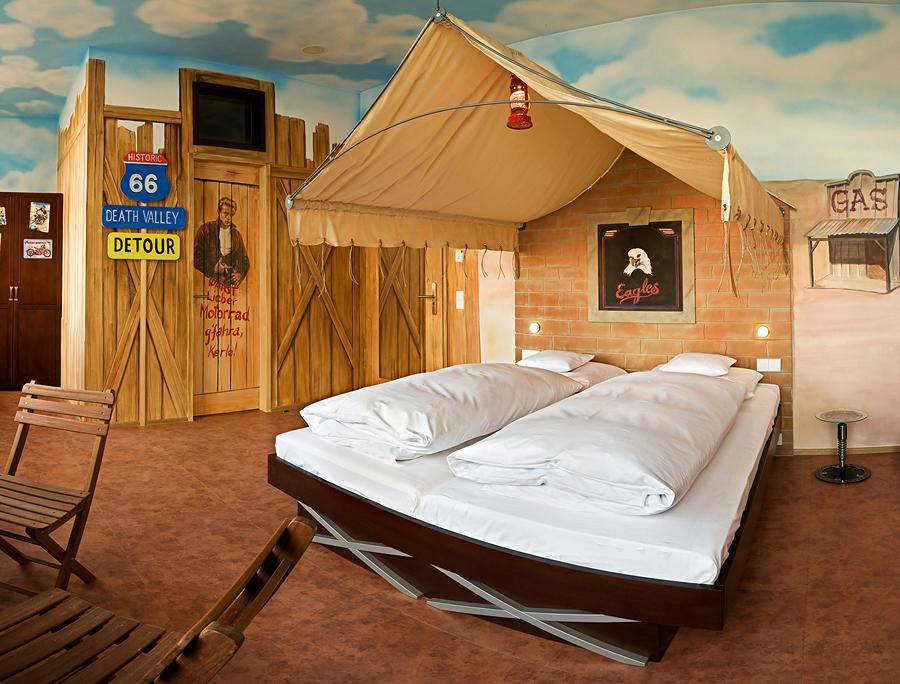 image v8 hotel stuttgart size 900 x 684 type gif posted on august 18 2010 10 11 am. Black Bedroom Furniture Sets. Home Design Ideas