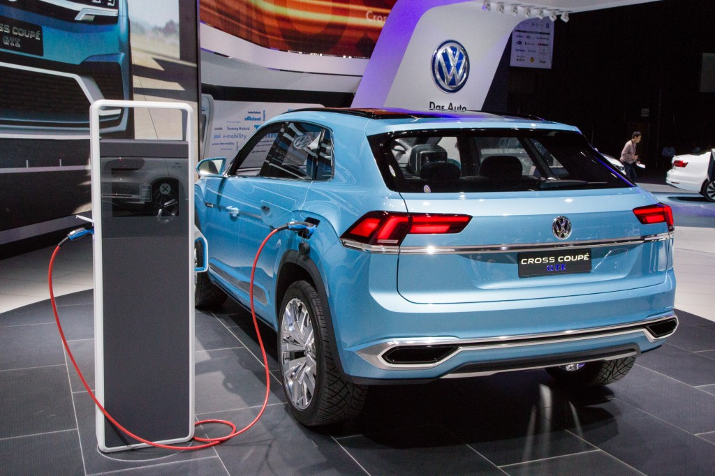 Vw Cross Coupe Gte Release Date >> Image Volkswagen Cross Coupe Gte Concept Live Photos 2015 Detroit