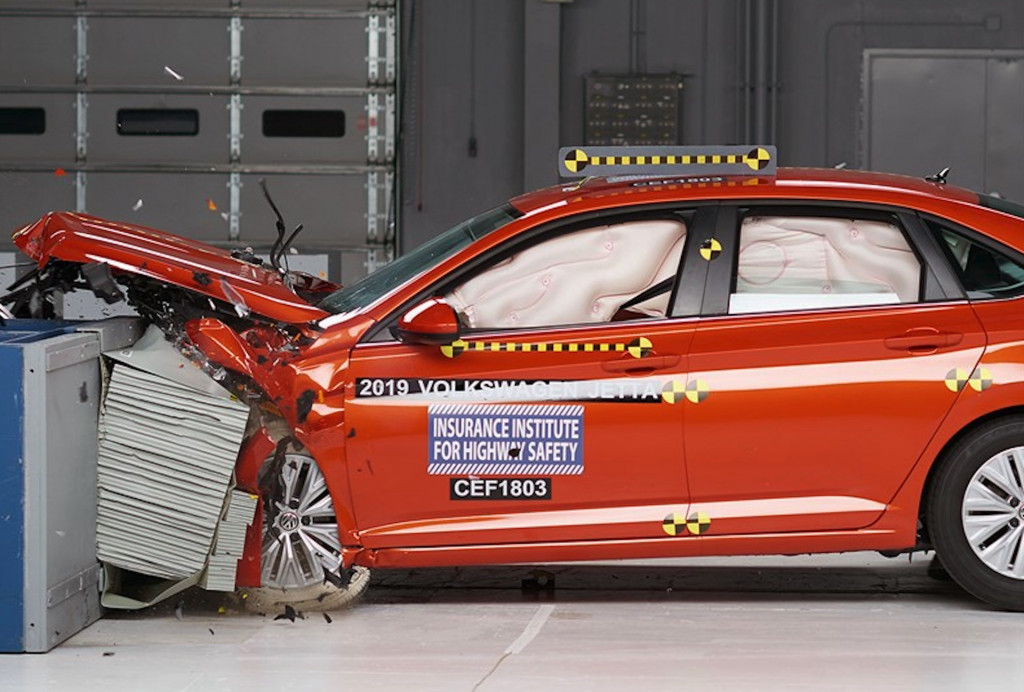 2019 VW Jetta aces IIHS crash tests but headlights remain sore spot