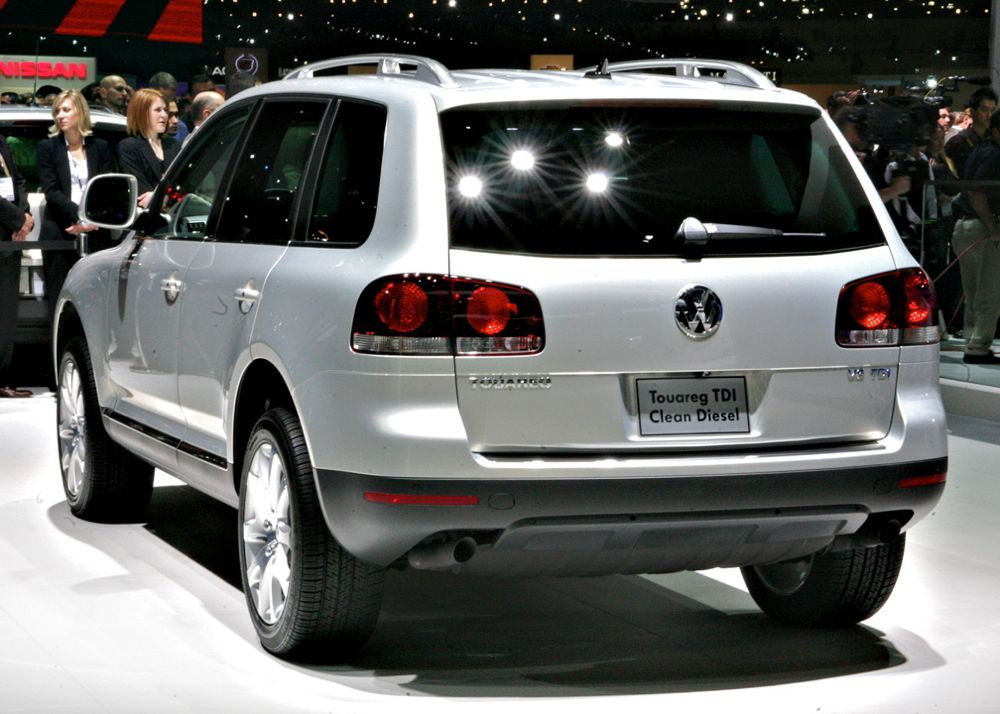 2010 volkswagen touareg tdi shows in la. Black Bedroom Furniture Sets. Home Design Ideas