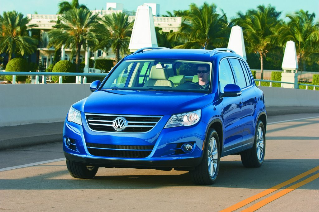 2009 volkswagen tiguan vw review ratings specs prices. Black Bedroom Furniture Sets. Home Design Ideas