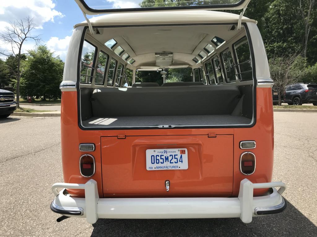 1967 VW Type 2 Microbus 21-Window DeLuxe Samba Bus