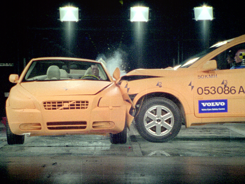 Volvo C70 Crash Test