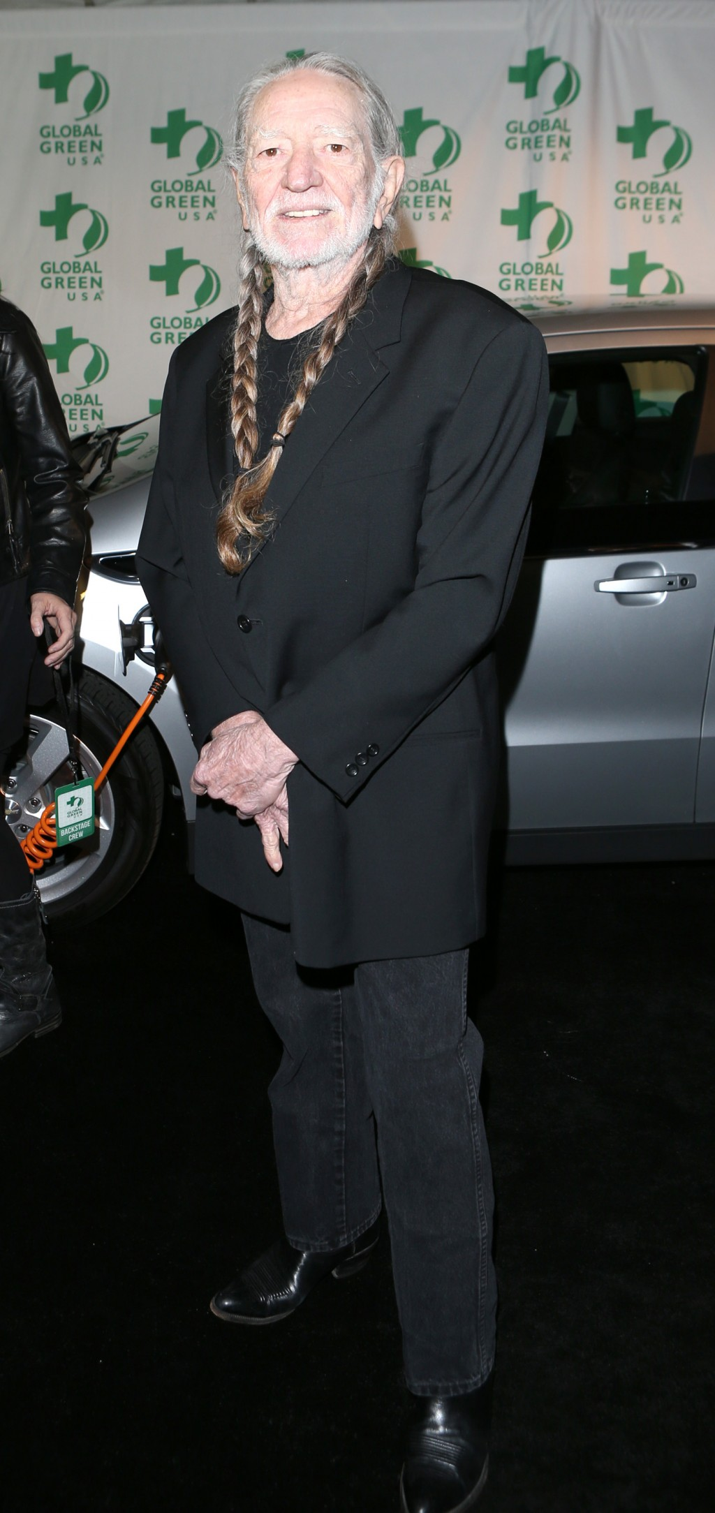 Willie Nelson poses with a Chevy volt at the pre-Oscar event