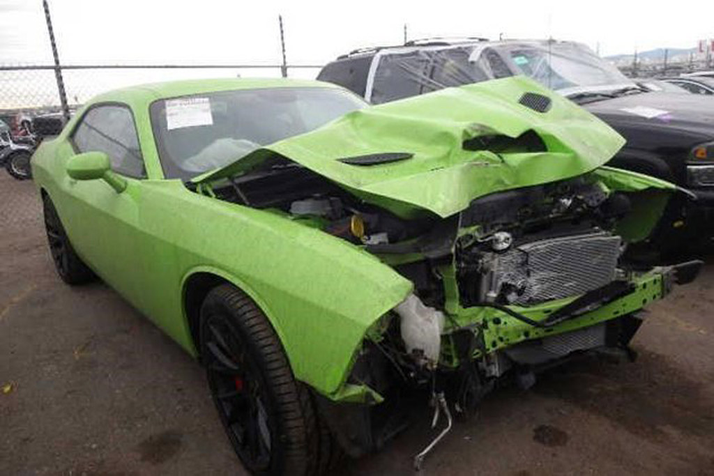 First Wrecked 2015 Dodge Challenger Srt Hellcat Going Up