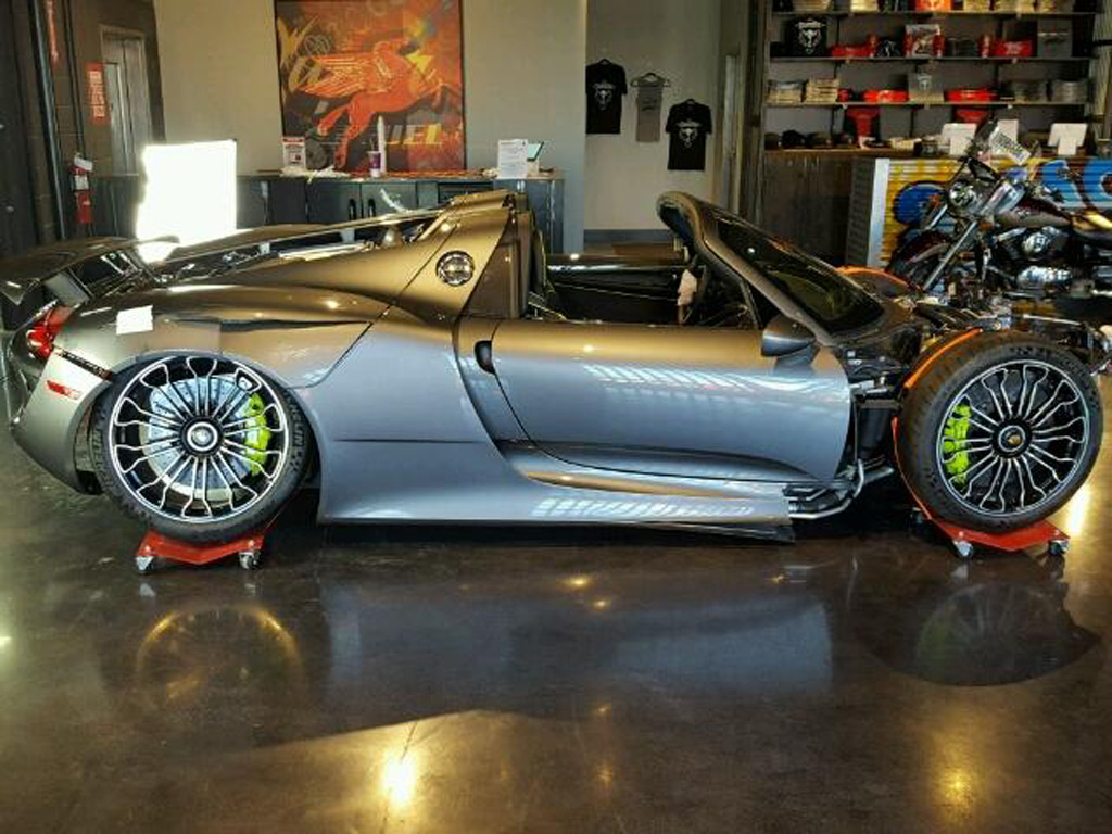 after failing to sell wrecked porsche 918 spyder starts new auction. Black Bedroom Furniture Sets. Home Design Ideas