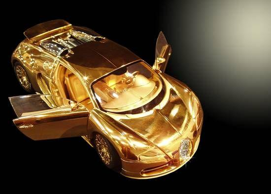 1:18th scale gold Bugatti Veyron diecast