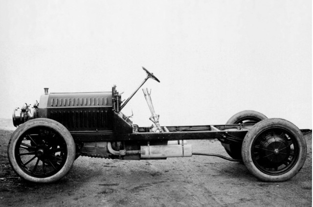 Mercedes benz touts its hybrid history from way back in 1906 for Mercedes benz history name