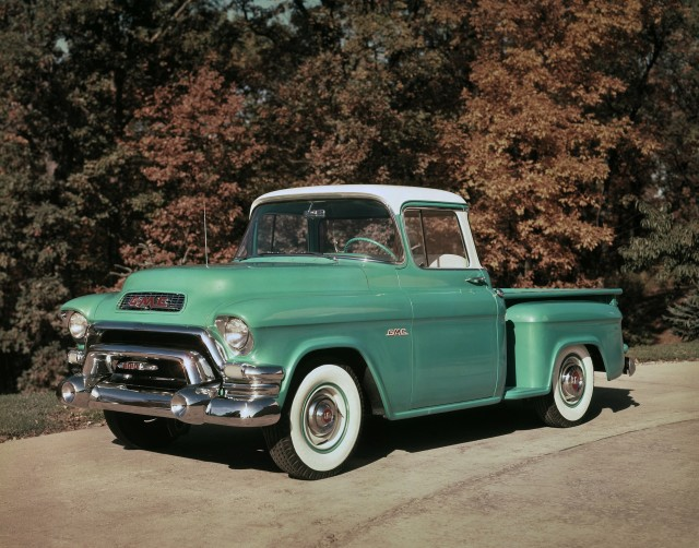 1955 GMC 100 Series Deluxe pickup truck