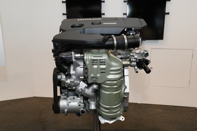2.0-liter turbo 4-cylinder engine used in some models of 2018 Honda Accord