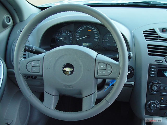 image 2005 chevrolet malibu 4 door sedan lt steering. Black Bedroom Furniture Sets. Home Design Ideas