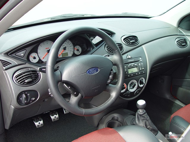2003 Ford Focus 5dr Sedan HB SVT Dashboard