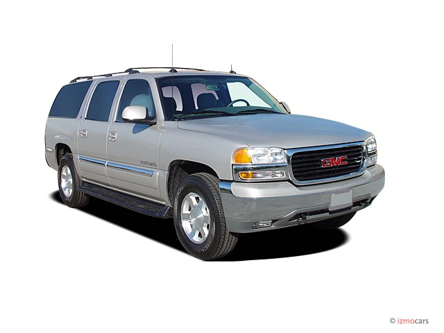 2004 GMC Yukon XL 4-door 1500 4WD SLE Angular Front Exterior View