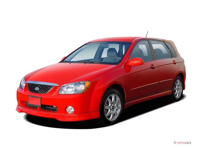 2005 Kia Spectra 5dr HB Auto Angular Front Exterior View