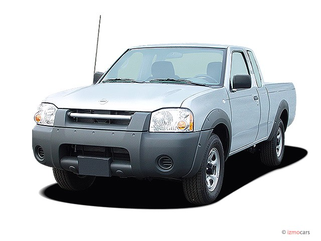 2004 Nissan Frontier 2WD King Cab I4 Manual Angular Front Exterior View