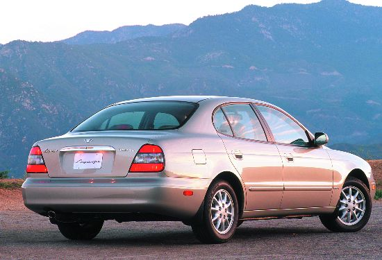 2001 Daewoo Leganza rear