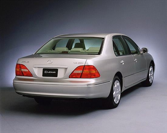 2001 Lexus LS 430 rear