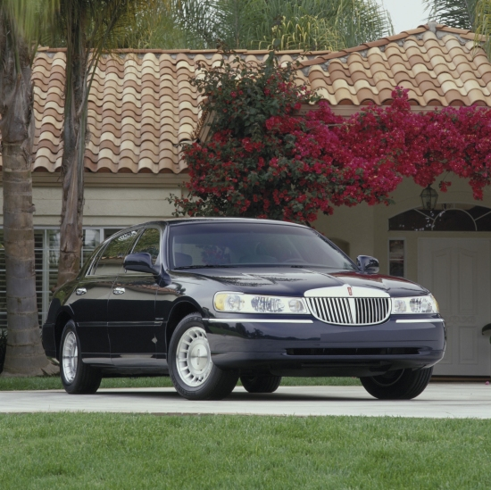 2001 Lincoln Town Car Review Ratings Specs Prices And Photos