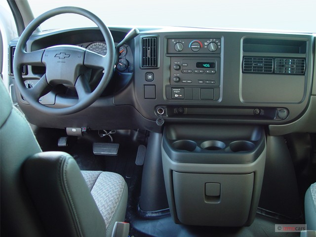 "Image: 2004 Chevrolet Express Cargo Van 3500 135"" WB RWD ..."