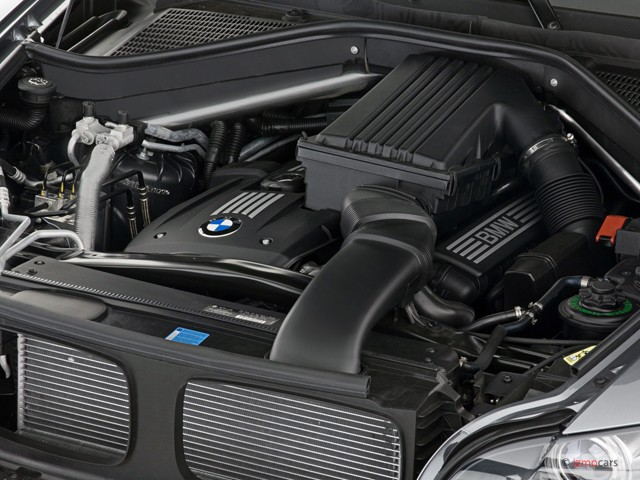 image  bmw  series awd  door  engine size    type gif posted