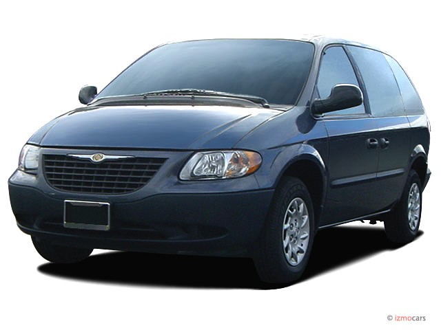 2003 Chrysler Voyager 4-door LX Angular Front Exterior View