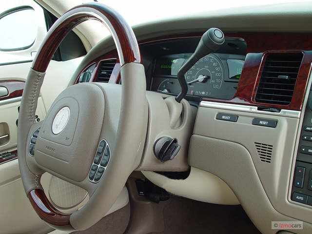 https://images.hgmsites.net/med/2003-lincoln-town-car-4-door-sedan-cartier-l-dashboard_100278518_m.jpg