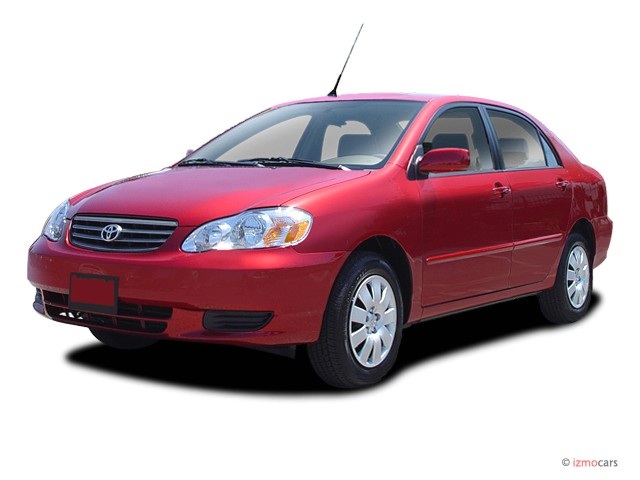 2003 Toyota Corolla 4-door Sedan LE Manual (Natl) Angular Front Exterior View