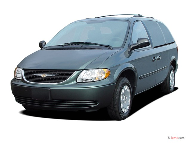 2004 Chrysler Town & Country 4-door LX FWD Angular Front Exterior View