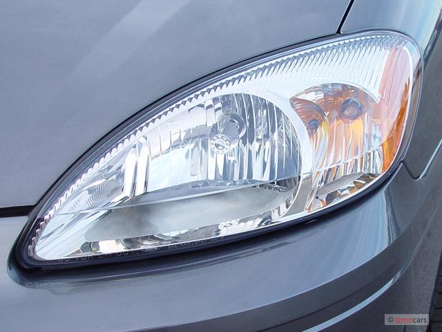 Image: 2004 Ford Taurus 4-door Wagon SEL Headlight, size: 640 x 480