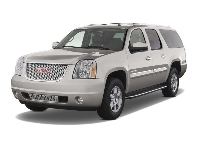 2009 GMC Yukon XL Denali 2WD 4-door 1500 Angular Front Exterior View