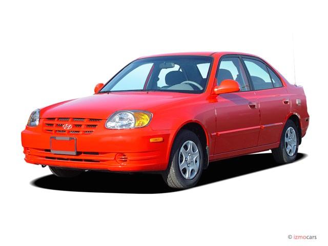 2004 Hyundai Accent 4-door Sedan GL Manual Angular Front Exterior View